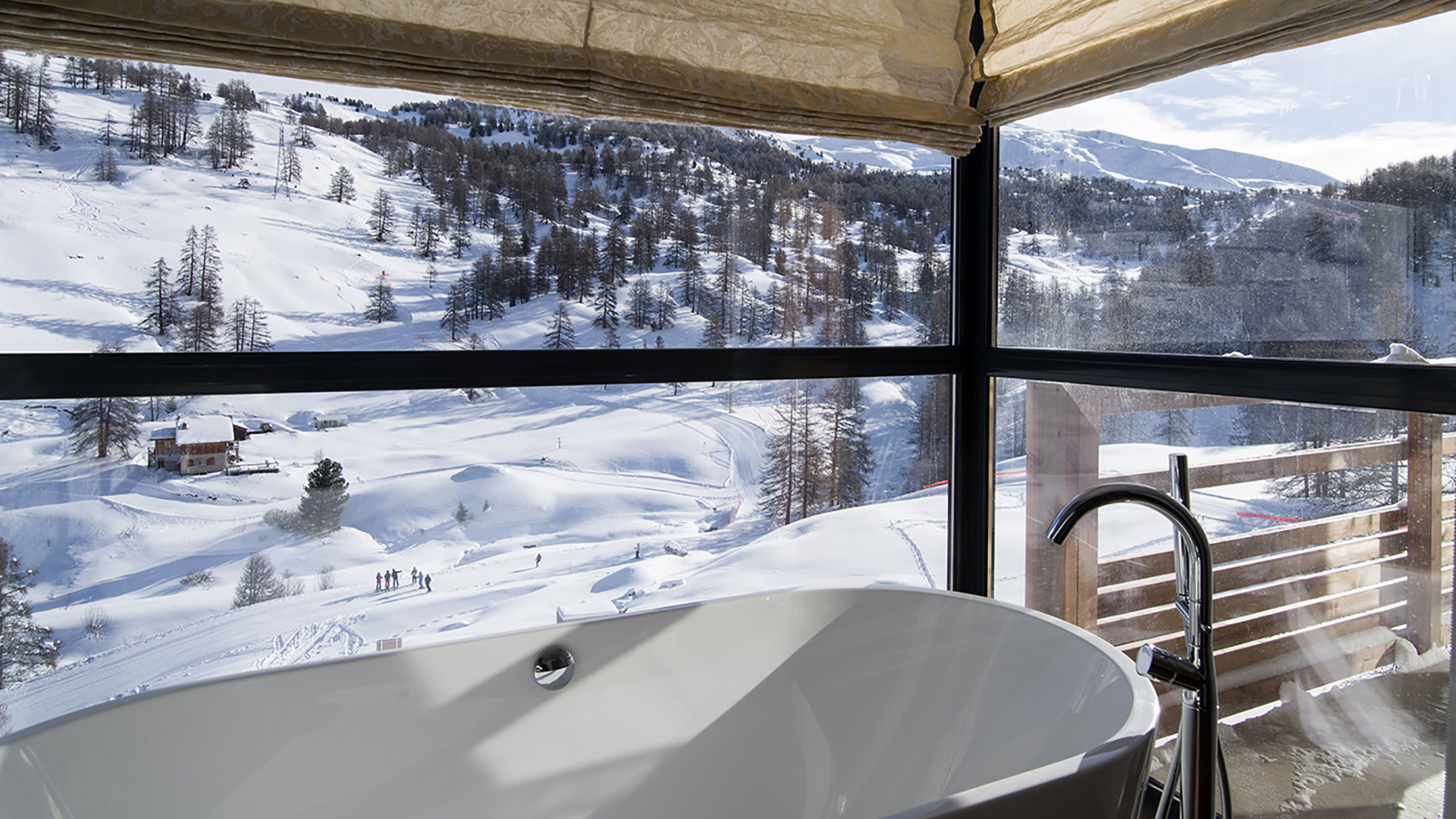 Ski in ski out small luxury design hotel in the french for Ski designhotel